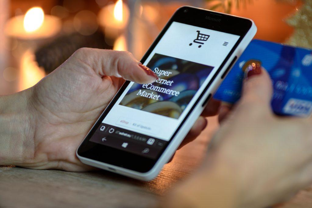 Image d'un téléphone sur un site d'e-commerce